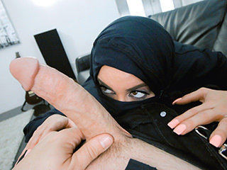 Big-titted Arabic Teenager Violates Her Religion