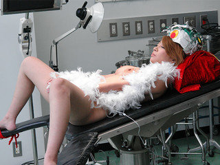 Platinum-blonde got penetrated in the lab until she came